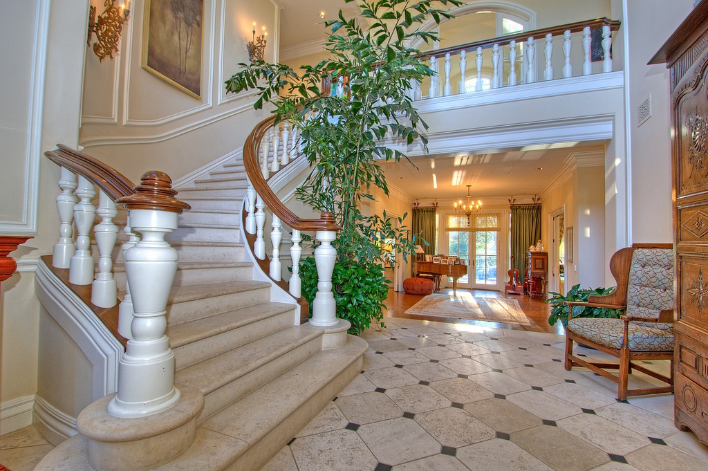 Grand Foyer Xl : Holmby hills traditional  pricey pads