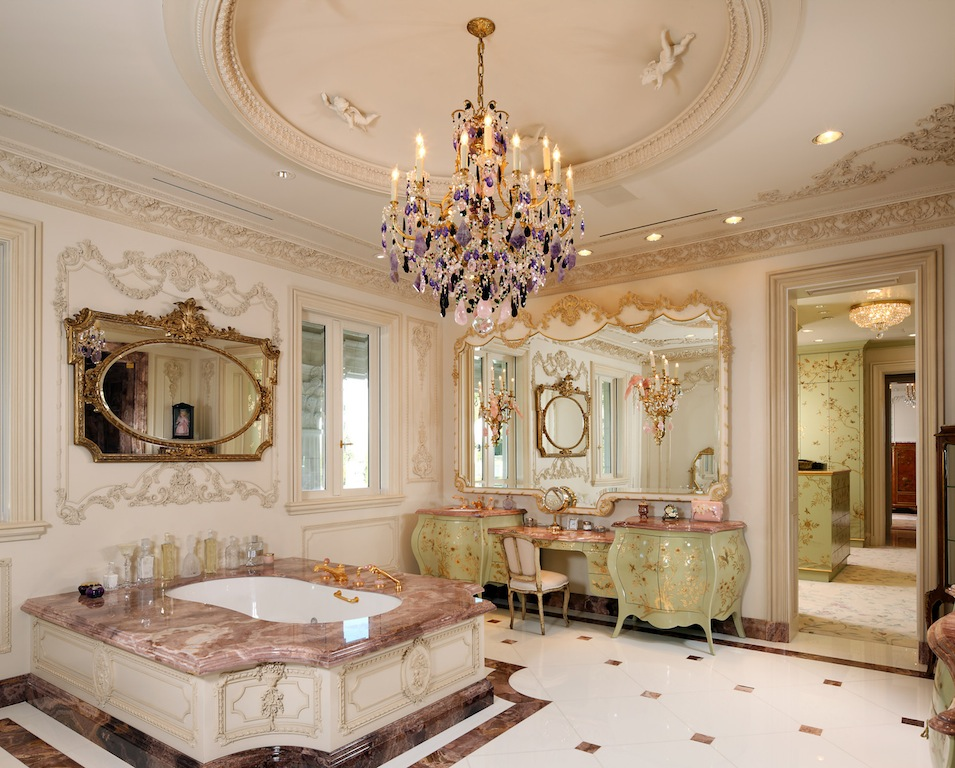 Palais des anges sold pricey pads for Palatial home designs