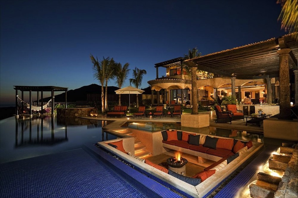 Luxurious Oceanfront Rental - Pricey Pads on Luxury Backyard Design id=28781