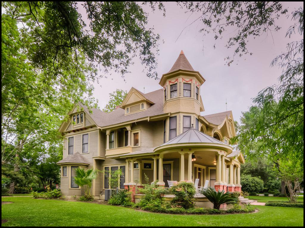 What does 325k buy in bay city texas pricey pads for Victorian colonial homes