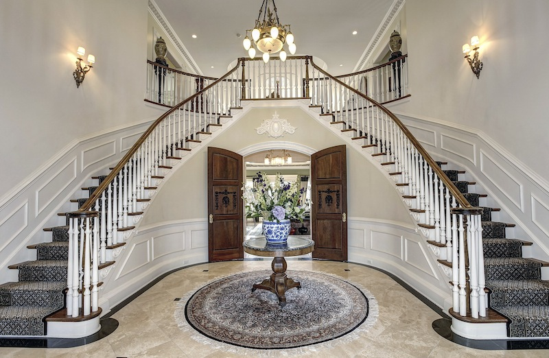 Story Grand Foyer : Surry hill pricey pads