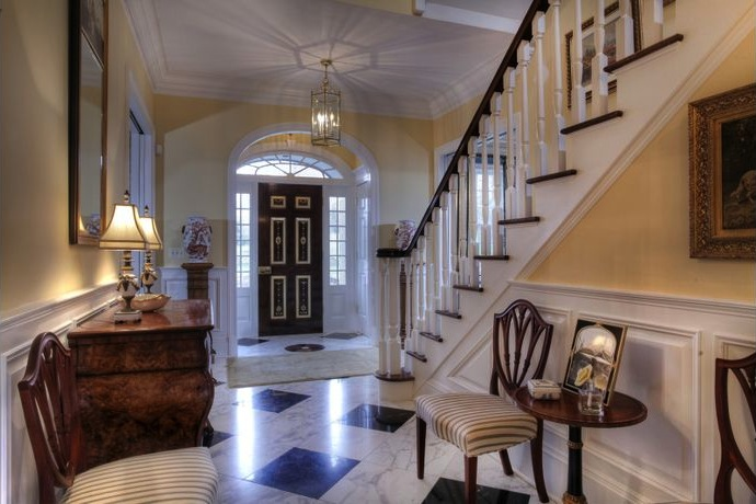 Elegant georgian manor 3 350 000 pricey pads for Living room with 10 foot ceiling