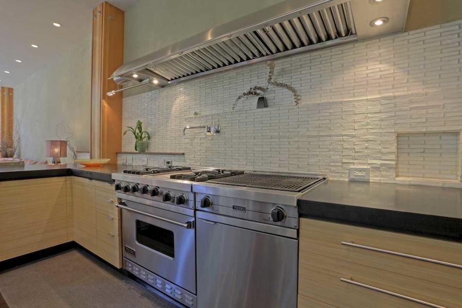 Aguajito_Kitchen_Viking_Stove