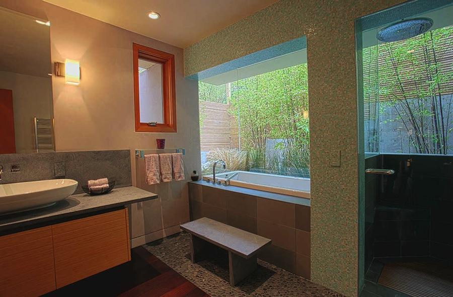 Aguajito_Winston_Her_Bathroom