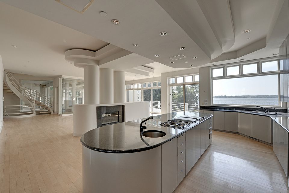 22000 sq ft minnesota mansion sells for 26 million for Master floors mn